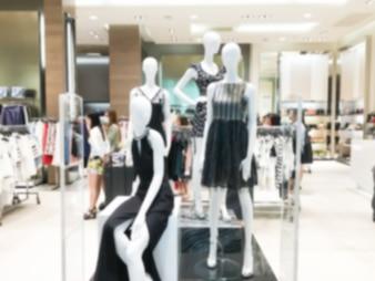 Maniquíes con ropa de mujer