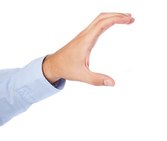Mano izquierda del hombre sosteniendo algo