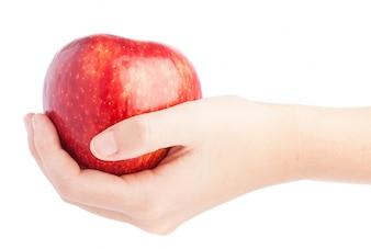 Mano sujetando una manzana sabrosa