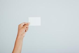 Mano y tarjeta de visita