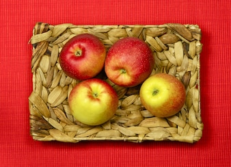 Manzanas frescas del jardín