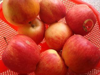 manzanas rojas, muchas