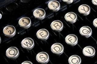 máquina de escribir antigua close up tipo