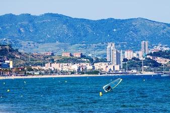 Mar en Badalona desde el mar Mediterráneo