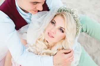 Marido abrazando a su esposa