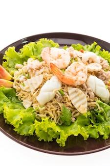 Mariscos Ensalada de fideos picante con estilo tailandés