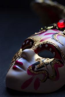 Máscara veneciana de cerca