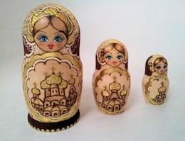 matryoshka muñecas de oro