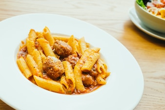 Meatball pasta con salsa