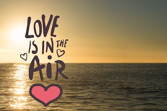 Mensaje romántico sobre el mar al atardecer