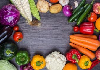 Mesa con algunas verduras