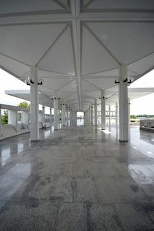 Mezquita faisal, espacio