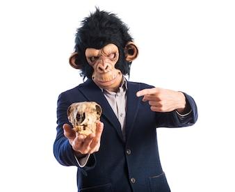 Mono, hombre, tenencia, cráneo