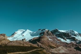 Luna sobre las montañas