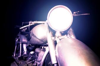 Moto con el foco encendido