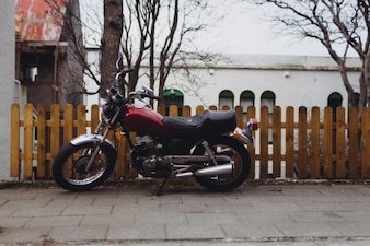 Motocicleta clásica estacionado