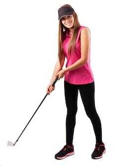 Mujer atractiva jugando al golf