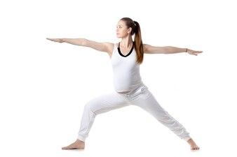 Mujer con los brazos estirados