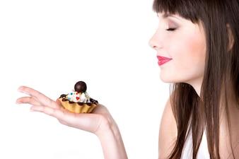 Mujer con un pastel
