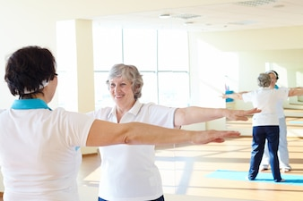 Mujer haciendo ejercicios de gimnasia