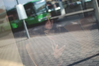 Mujer por la ventana