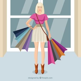 Mujer rubia con bolsas de la compra