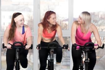 Mujeres haciendo spining