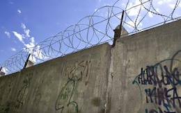 muro de alambre de púas, militares
