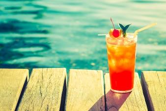Naranja partido rojo playa de la bebida