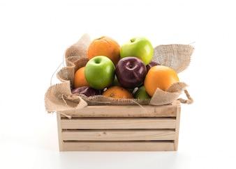 Naranjas, manzanas verdes y rojas