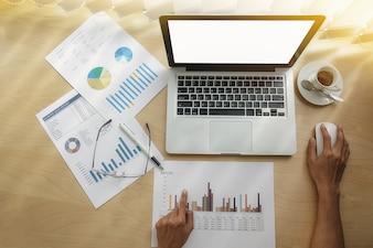 Negocio en línea fondos financieros tecnología de la pluma