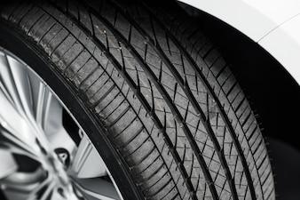 Neumático nuevo coche
