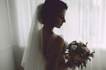 Novia con su ramo de flores