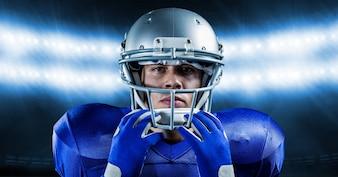Obrero atleta deporte de equipo que piensa sonriendo