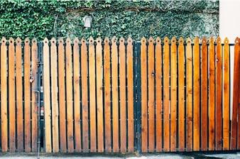 Naranja valla de madera