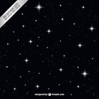 Oscuro cielo nocturno con las estrellas de fondo