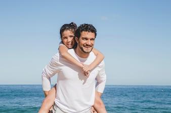 Padre e hija en vacaciones de verano