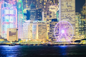 Paisaje urbano de noche oficina de la ciudad de Hong
