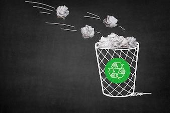 Papelera con bolas de papel y un símbolo de reciclaje