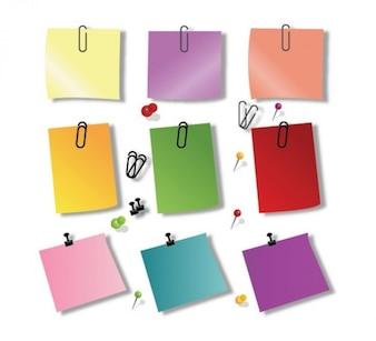 Paquete de notas adhesivas de colores con los clips de papel