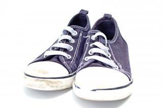 Par de zapatillas de deporte del bebé azul y blanco
