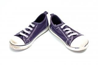 Par de zapatillas objeto azul y blanco