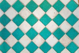 Pared con azulejos azules y blancos