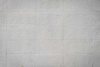 Pared con azulejos blancos