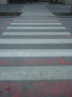 paso de peatones blanco