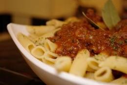 pasta con tomate, plataforma