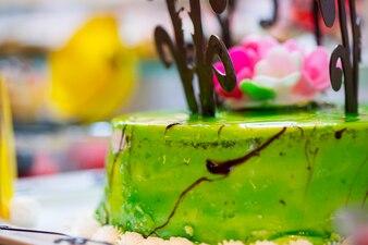 Pastel delicioso con glaseado verde