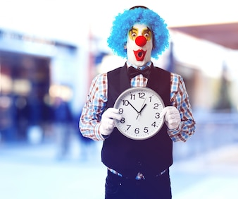 Payaso con un reloj