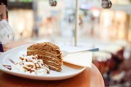 Pedazo de torta de miel