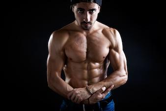 Persona de cuerpo sexy de fitness de adultos